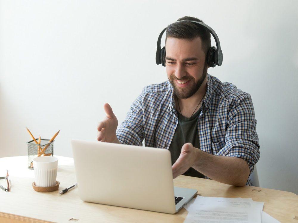 Online školení muž