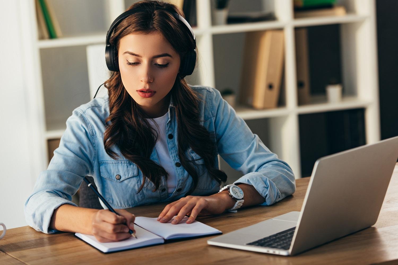 Online školení žena